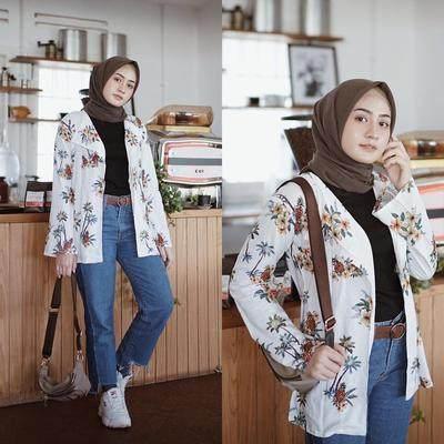 Tips 5: Floral Blazer dan Jeans