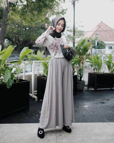 Tips 3: Large Floral Top dan Kulot