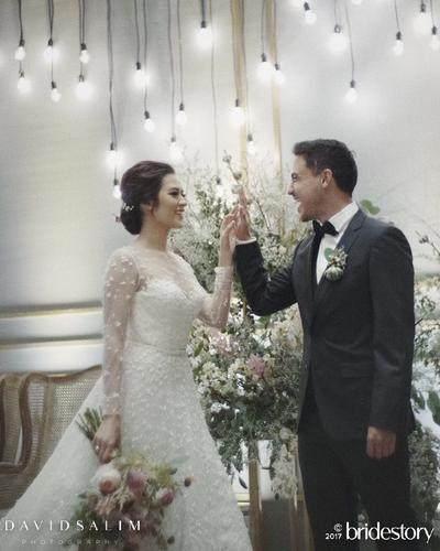 Wah Moms, Intip Megahnya Gaun Pernikahan Mewah yang Dipakai 4 Selebriti Indonesia Ini