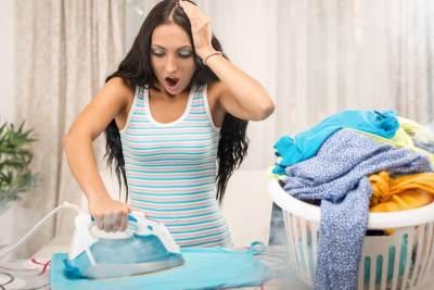 Moms Sedang Malas Menyetrika? Cara Ini Bisa Membuat Baju Halus Tanpa Setrika, Lho!