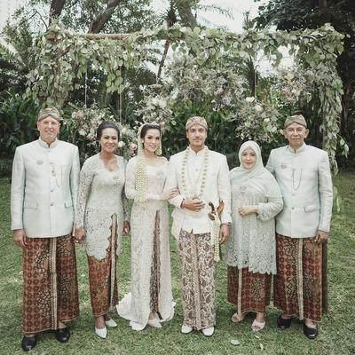 Tak Melulu Gaun Modern, 6 Artis Ini Pilih Menikah dengan Baju Adat!