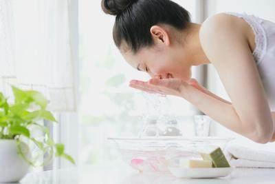 Tanpa Pakai Sabun, Ini Cara Tepat Mencuci Wajah dengan Air untuk Kulit Wajah Lebih Sehat