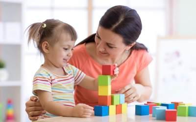 Meski Sibuk, Cara Ini Jadi Solusi Working Moms untuk Awasi Tumbuh Kembang Anak