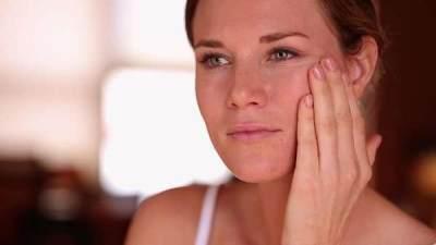 Nih, Cara Menghapus Makeup Tebal tanpa Merusak Jaringan Kulit Kamu, Moms!