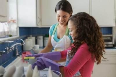 Manfaat Membiasakan Anak Membantu Pekerjaan Rumah Tangga