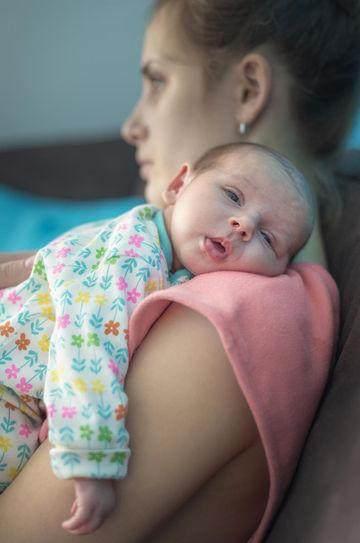 5 Perbedaan Baby Blues dan PPD yang Harus Diketahui Para Ibu
