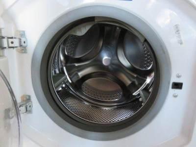 4. Buka Pintu Mesin Cuci Setelah Dipakai