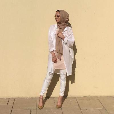 Gunakan Warna Sepatu yang Senada dengan Hijab