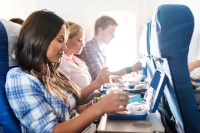 Bahaya Banget! 5 Makanan Ini Dilarang Masuk ke Dalam Pesawat