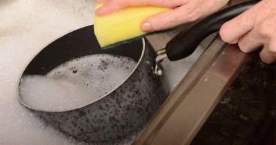 Wah! Cara Praktis Menghilangkan Minyak Pada Peralatan Makan Ini Wajib Moms Coba