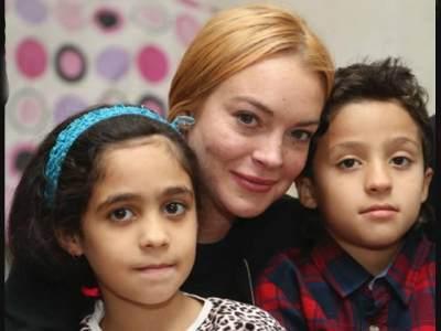 Tidak Tega Melihat Penderitaan Anak-anak di Suriah, Lindsay Lohan Berencana Mengadopsi Satu Orang Anak?