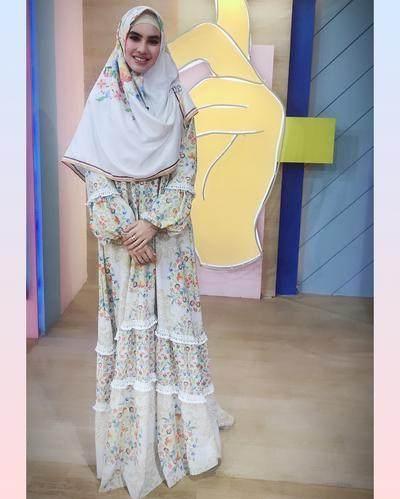 Cantiknya! Inspirasi Style Kartika Putri Setelah Berhijab Ini Bikin Ingin Coba Hijab Menutup Dada