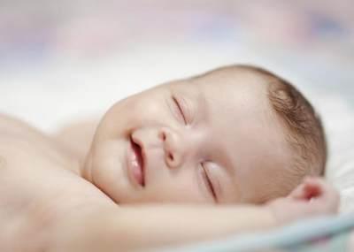 5 Manfaat Jika Moms Memandikan Bayi dengan Air Hangat