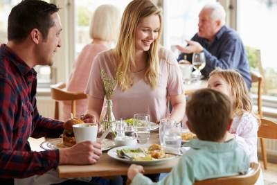 Tips Menjaga Kalori Saat Makan di Restoran