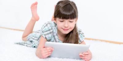 Terlalu Lama Bermain Gadget, Anak Ini Mengalami Kejang Wajah