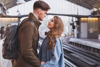 Hubungan Jarak Jauh dengan Suami? Ikuti Tips dan Trik Ini Yuk Moms Biar Makin Harmonis!