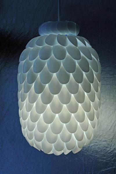 Memaksimalkan Pencahayaan Kamar dengan Daur Ulang Sendok Plastik Bekas