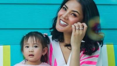 Duh, Sederet Artis Indonesia Ini Pernah Mengalami Pengalaman Buruk dengan Babysitter!