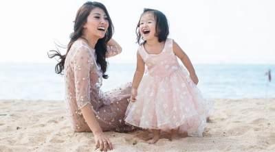 Bisa Ditiru Moms, Kekompakan Ibu dan Anak Artis di Bidang Fashion Ini Bikin Iri!