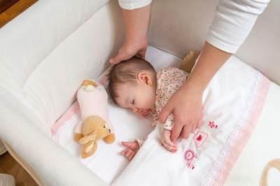 Cara Menidurkan Bayi Tanpa Harus Digendong