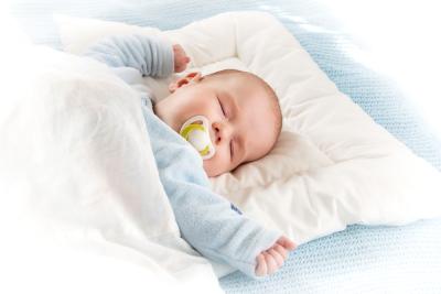 Bantal Bayi: Berbahaya nggak ya, Moms?