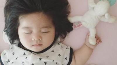 Mau Rambut Anak Moms Lebat & Sehat? Ini 5 Rekomendasi Minyak Rambut Terbaik