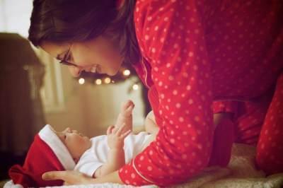 Moms, Ini Lho Cara Mudah dan Efektif untuk Memijat Bayi!