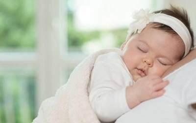 Bayi 2 Bulan Tidur Terus