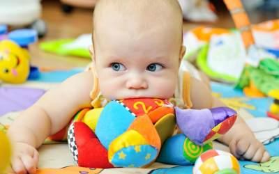 5 Jenis Mainan Anak Bayi yang Bisa Membuat Bayi Jadi Pintar