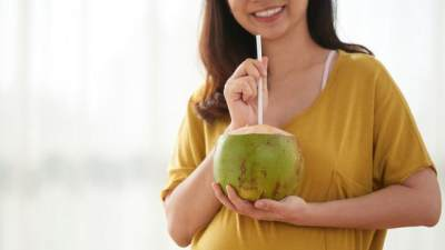 Manfaat Kelapa Ijo untuk Ibu Hamil dan Janin, Mitos Atau Fakta? Simak Penjelasannya Berikut!