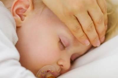 Jangan Langsung Minum Obat! Ini yang Harus Dilakukan Saat Bayi 6 Bulan Panas