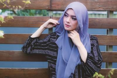 Model Jilbab Segi Empat Anti Ribet untuk Pesta, Tak Butuh Banyak Jarum Pentul