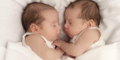 Inilah Serba Serbi Penyebab Kehamilan Bayi Kembar Siam, Moms