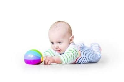 Bayi 3 Bulan Belum Bisa Tengkurap? Yuk Stimulasi dengan Tips Berikut!