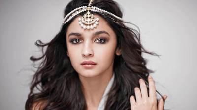 4. Artis India Tercantik Muda
