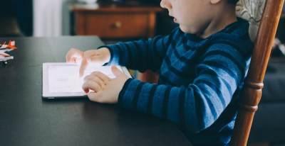 Mengajak Si Kecil Main Game Edukasi Anak, Yay or Nay?