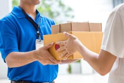 Moms Hobi Belanja Online? Cek Tarif Pengiriman Paket dengan Mudah di Sini!