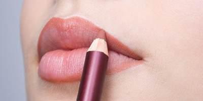 Ingin Bibir Tipis Secara Alami, Coba Tips dan Trik Ini Moms!