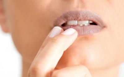 Kenali Penyebab Bibir Hitam dan Kering