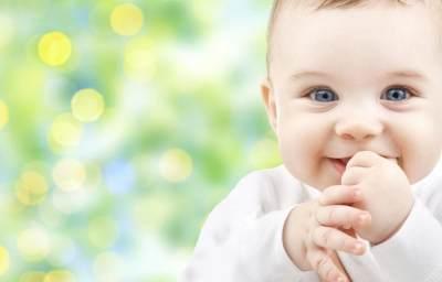 Hati-Hati, Moms! Bayi Baru Lahir Punya Cara Perawatan Khusus Lho