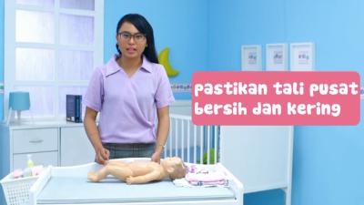 Tak Perlu Panik Moms, Begini Cara Merawat Tali Pusat Bayi yang Belum Puput