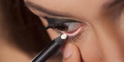 Tak Melulu Hitam, Ini Cara Memakai Eyeliner Putih Untuk Riasan Mata Lebih Cantik