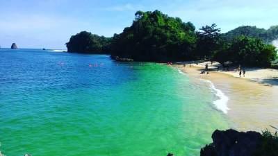 10 Pantai di Malang yang Wajib Dikunjungi, Ajak Si Kecil Liburan ke Sini Yuk Moms!