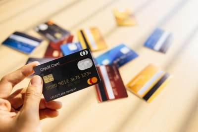 Jenis-jenis Kartu Kredit BCA, Cari Tahu Dulu Detail Fungsinya Moms