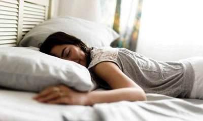 Tidur Tengkurap Bagi Wanita