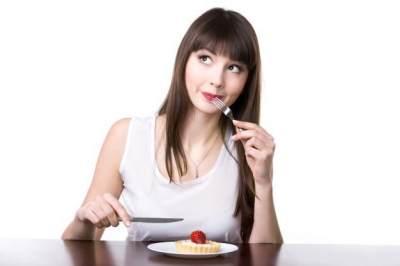 3. Lebih Mengingnkan Makanan Manis