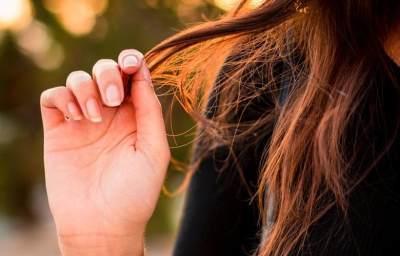 Rambut Moms Rontok Parah Saat Menyusui? Coba 3 Bahan Alami Ini Untuk Mengatasinya