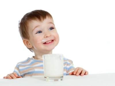 Si Kecil Alergi Susu Sapi? Susu SGM Soya Bisa Jadi Solusinya, Moms