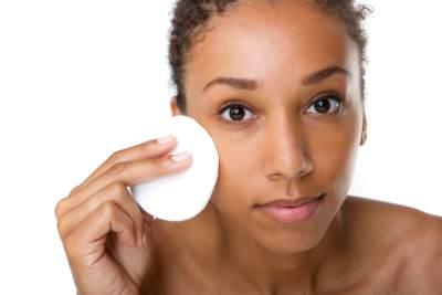 Bersihkan Wajah dengan Biore Cleansing Oil, Apa Saja Sih Kelebihannya?