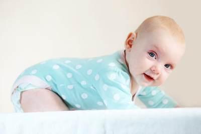 Apa Saja yang Harus Dilakukan untuk Stimulasi Bayi 4 Bulan Agar Berkembang Baik?